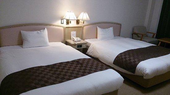 Hotel & RentaCar660: 一つがセミダブルぐらい大きいベットでゆっくりできます
