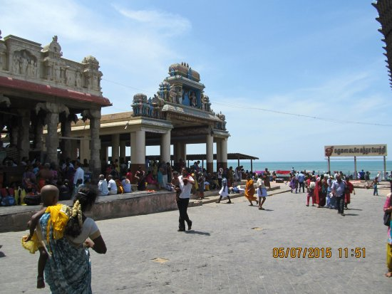 Tiruchendur, Indien: Thiruchedur Lord Murugan temple back ground Bay of Bengal.