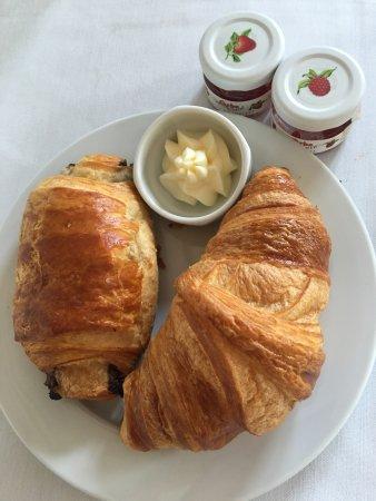 Wedmore Place: Fresh croissants