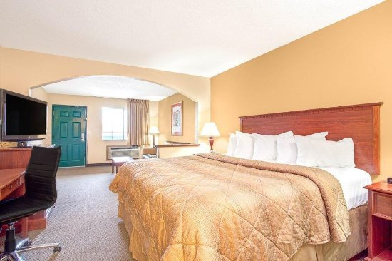 Days Inn Oklahoma City : King Suite