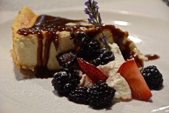 Front Royal, VA: Cheesecake with fresh Berries