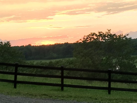 Steeles Tavern, VA: Beautiful sunset view from the front porch of Ivy Cottage.