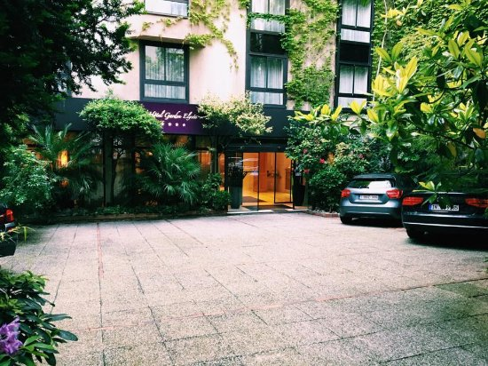 Garden Elysee Hotel: Entrance