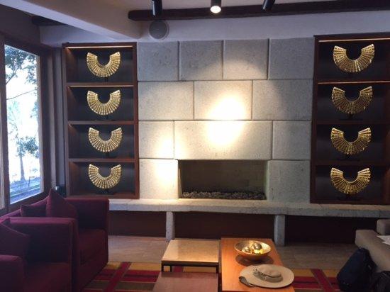 SUMAQ Machu Picchu Hotel: One side of the lobby