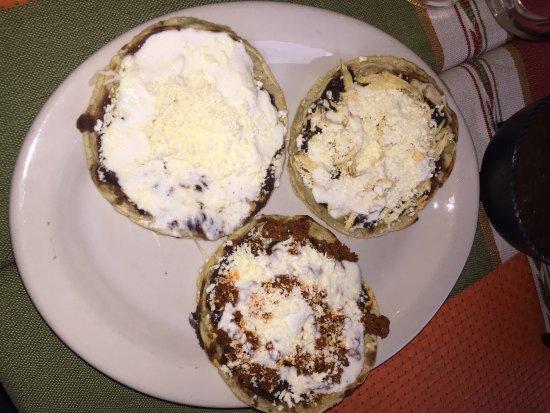 Restaurante Chile Maiz y Frijol: Los sopes surtidos wow!!!! Muy ricos! El precio muy bien y la vista del balcon muy bonita!