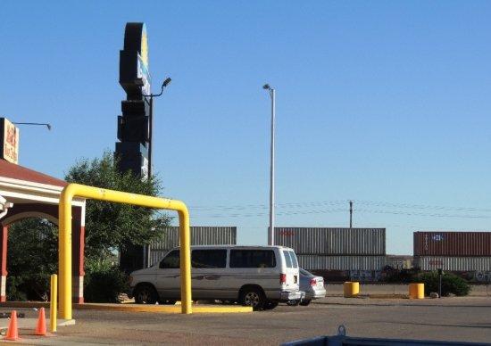 Days Inn Gallup: Days Inn, Front of motel