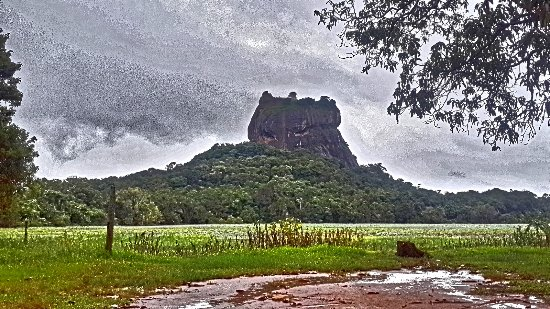 Not far from Hotel Sigiriya, this is the view !!
