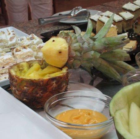 Hotel Esplendid: Часто повар оригинально украшает блюда.