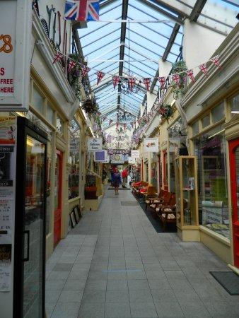Kirkgate Arcade Shopping Centre: Early Doors