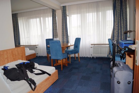 3 bett zimmer bild von apartment hotel hamburg mitte hamburg tripadvisor. Black Bedroom Furniture Sets. Home Design Ideas