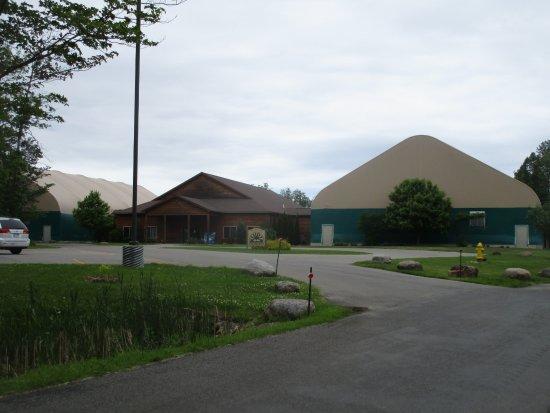 Ontario, estado de Nueva York: Casey Park - community center buildings