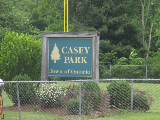 Ontario, Estado de Nueva York: Casey Park - sign at front of park
