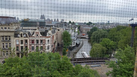 Hampshire Hotel - Eden Amsterdam: View from room thru netting to keep birds off balcony.