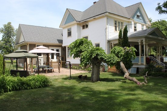 Green Oaks B&B
