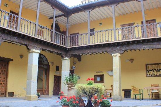 Huete, Espanha: Patio columnas