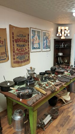Navasota, TX: Vintage Collectibles.