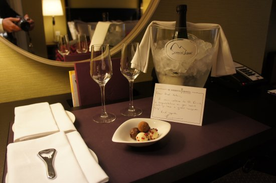 St. Ermin's Hotel, Autograph Collection: Nice touch during our honeymoon courtesy of the hotel