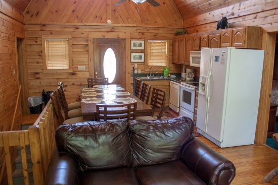 Mountain Shadows Log Home Resort: Above & Beyond's central core great room