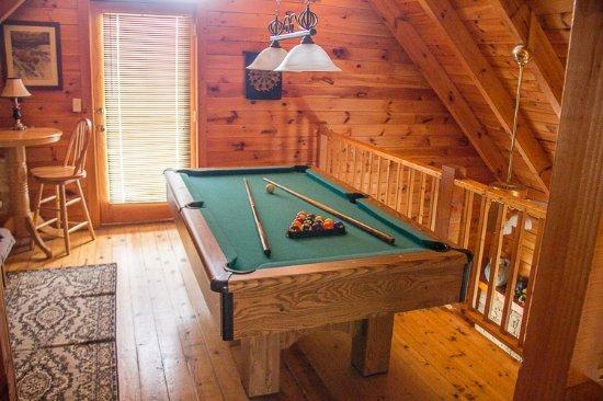 Mountain Shadows Log Home Resort : Pool tables, Foosball, Bumper Pool