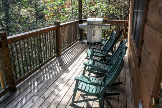 Mountain Shadows Log Home Resort: Gas Grills for outdoor cooking