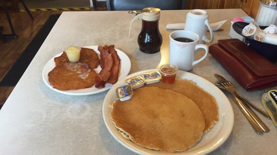 Cliff's Boathouse Cafe: 2 x 2 pancakes