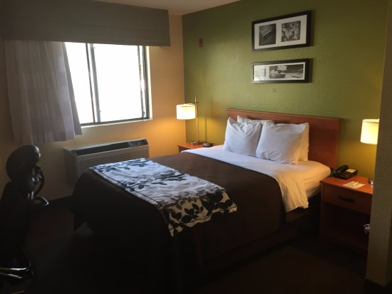 Sleep Inn: Queen Bed room