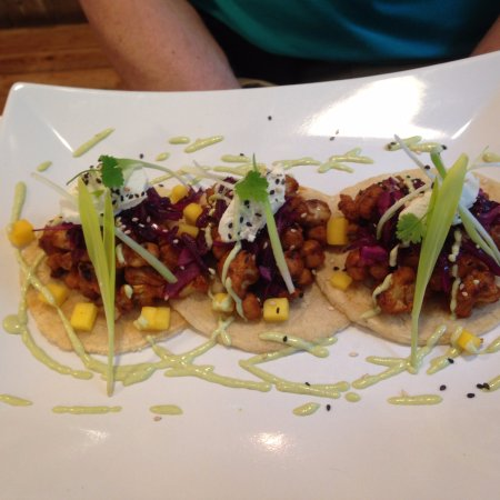 Wickham, UK: Chick pea tacos.