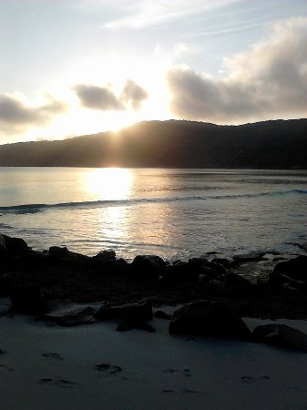 Pousada Thetis: Pôr-do-sol na Prainha, praia que fica na frente da pousada.