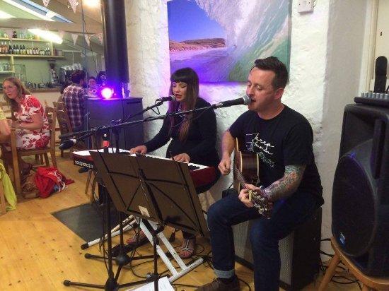 Apple Tree Cafe: Live music