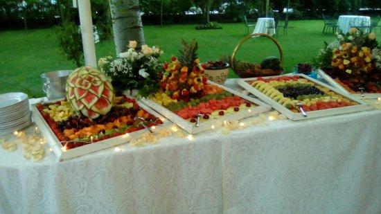 Camposanto, Италия: buffet di frutta