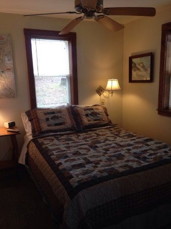 Bedroom Picture Of White Oak Ridge Cabins Cadiz TripAdvisor - Oakridge bedroom furniture