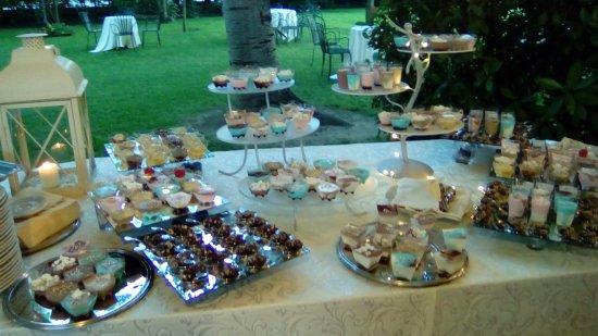 Camposanto, Италия: buffet di dolci