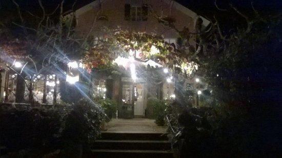 Céligny, Suiza: A Fairytale entrance to a Beautiful Dining experience...