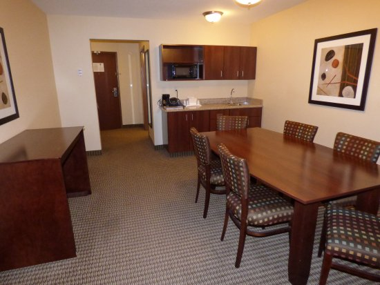 Comfort Suites Hotel & Convention Center Rapid City: Very spacious accommodations