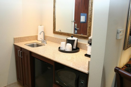 Hampton Inn & Suites Alexandria Old Town Area South: Studio Suite Wet Bar