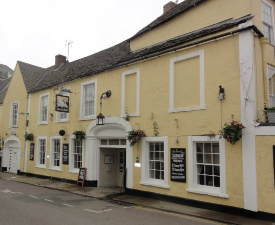 Wotton-under-Edge, UK: The entrance to the Swan Hotel