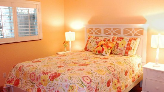 Beach Bungalow: Guest bedroom