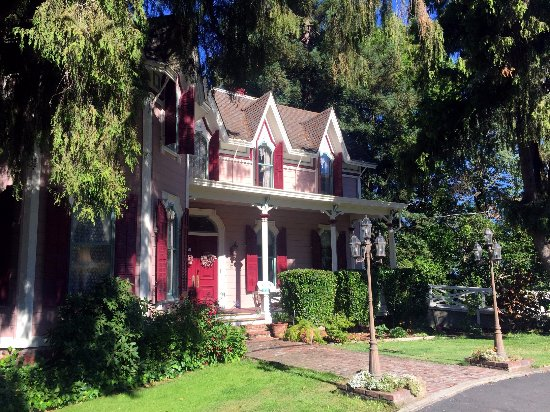 The Gables Wine Country Inn: The Victorian style inn