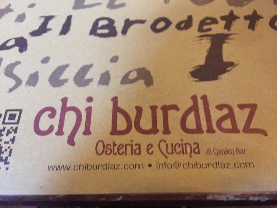 Chi Burdlaz : Приятное место,очень много посетителей,интерьер интересный,свободных мест мало,пришлось идти вну