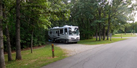 Knob Noster, MO: Nicely spaced sites in the campground