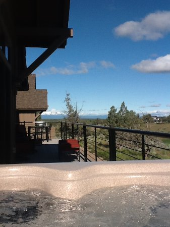 Powell Butte, OR: view from jacuzzi- 8 am, 50 degrees and clear as a bell!