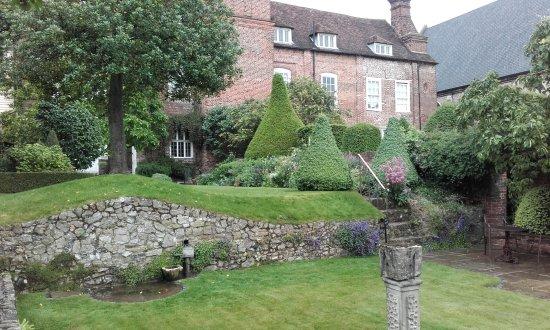 Bon Restoration House Garden