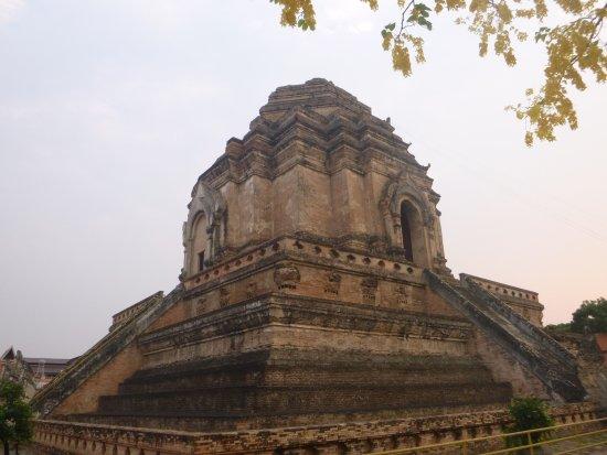 大佛寺 - Picture of Wat Chedi Luang Varavihara, Chiang Mai ...