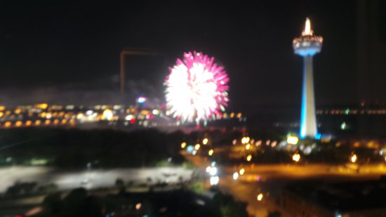 DoubleTree Fallsview Resort & Spa by Hilton - Niagara Falls: Fireworks from 18th floor suite