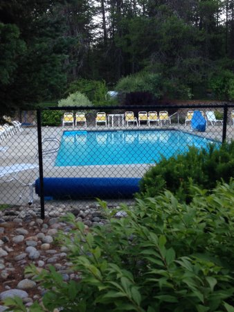 Newport, WA: Outdoor pool about five minutes walk from the CG sites
