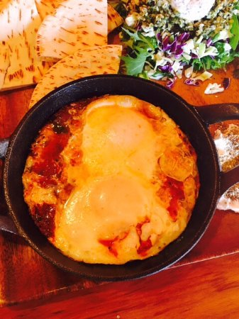 Kerikeri, นิวซีแลนด์: Shakshuka: poached eggs cooked on a rich and spicy tomato salsa served with salad, pita and laba