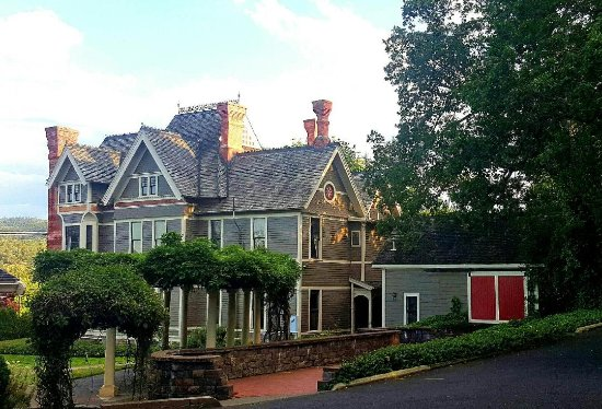 Historic Nunan Estate Right Outside Of Jacksonville Oregon