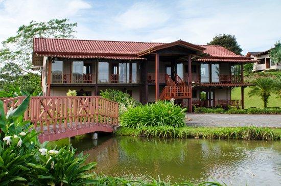 Hotel montana de fuego resort spa 86 1 1 6 for Hotel familiar montana