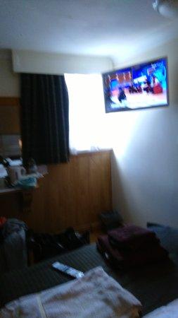 Huttons Hotel: tv etc