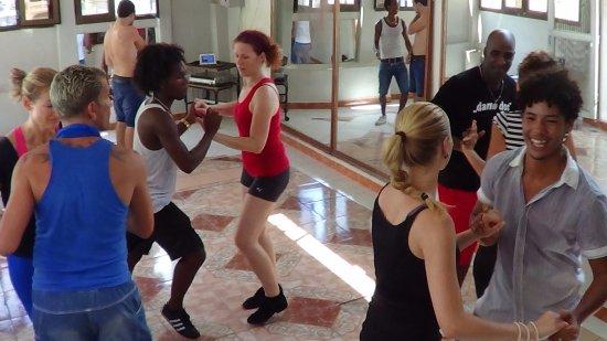 Marisuri Escuela De Bailes